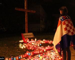 Stotine svijeća u Širokom Brijegu i Mostaru gorilo za Vukovar