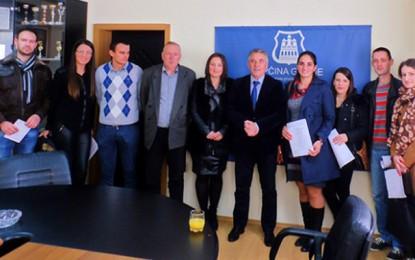 Grude: Načelnik Ljubo Grizelj potpisao ugovore s pripravnicima