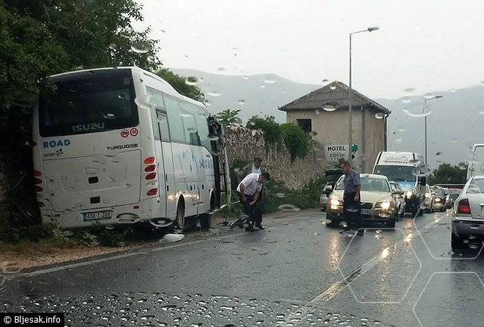 autobus-sletio-s-ceste1