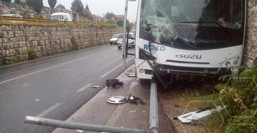 autobus-sletio-s-ceste2