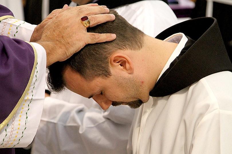 čestitke za svećeničko ređenje U ponedjeljak u Mostaru svećeničko ređenje trojice hercegovačkih  čestitke za svećeničko ređenje