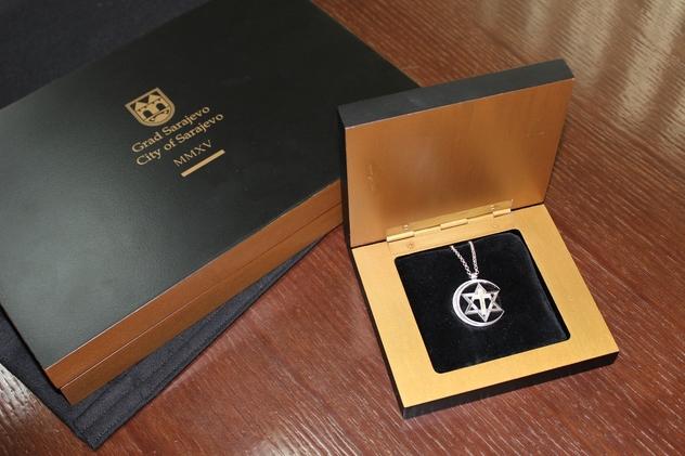 medaljon za papu