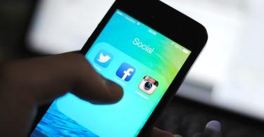 mobitel-iphone-facebook