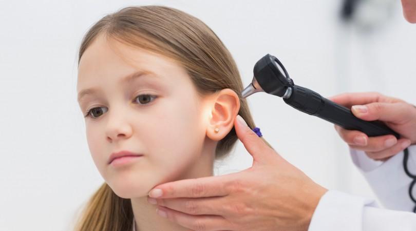 bol u uhu, doktor, djevojcica