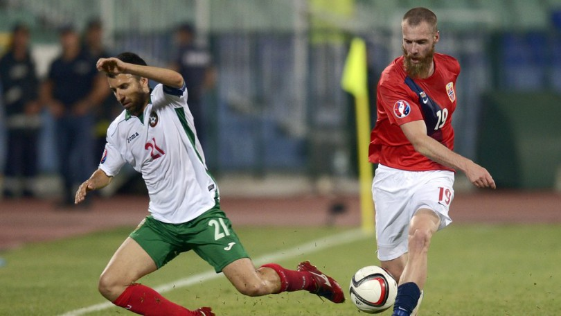 Norway's Midfielder Jo Inge Berget  (R) vies for the ball with Bulgaria's Midfielder Svetoslav Dyakov during  the UEFA Euro 2016 Group H qualifying football match between Bulgaria and Norway at the Vassil Levski stadium in Sofia on September 3, 2015.     AFP PHOTO / NIKOLAY DOYCHINOV        (Photo credit should read NIKOLAY DOYCHINOV/AFP/Getty Images)