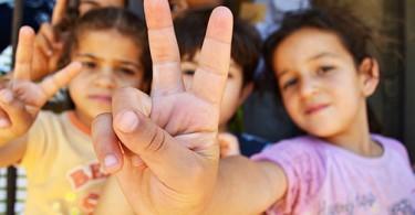 migranti-djeca-izbjeglice-dva-prsta