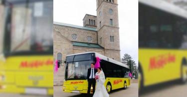 mladenci_autobus_sb