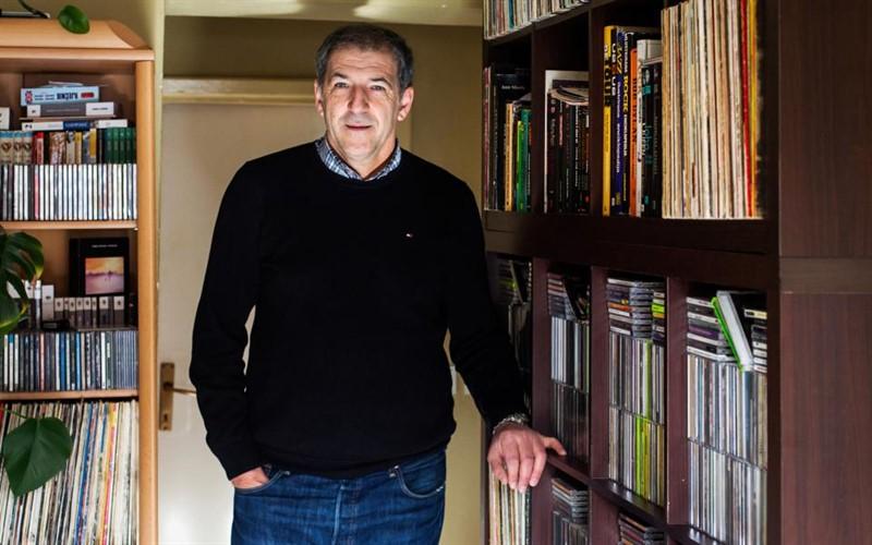 Vedran Vrčić pored svoje bogate kolekcije nosača zvuka