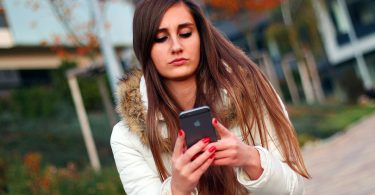 mobitel_djevojka