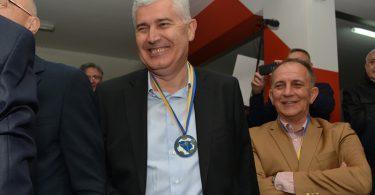 HŠK Zrinjski, prvak BiH: Pero Stojkić podigao pehar, medalju dobio i Dragan Čović