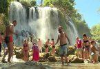 vodopad_kravica_turisti_screen_1