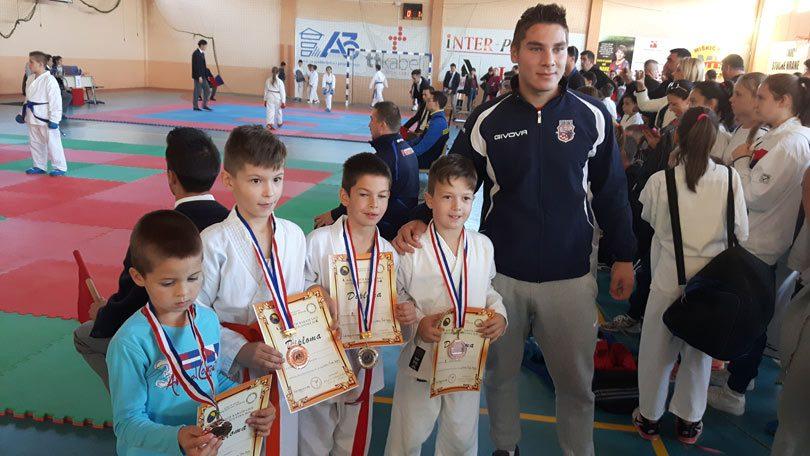 karate_siroki1