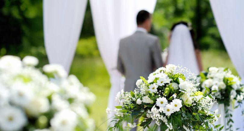 Zbog dugih čekanja na vizu, odlučuju se na fiktivni brak