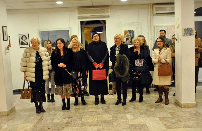 Zene mostar Mostar oblepljen