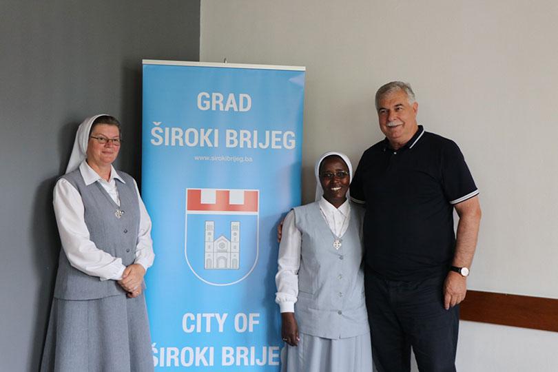 Kraljević ugostio časnu sestru Vedranu Ljubić, misionarku u Ugandi –  Jabuka.tv