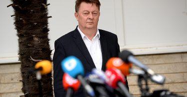 Zdenko Ćosić, uoči davanja izjave vezano za koronavirus, ispred zgrade Vlade ŽZH.