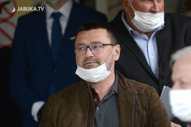 dr. Ante Kvesić, prije davanja izjave na konferenviji za medije ispred zgrade Vlade ŽZH