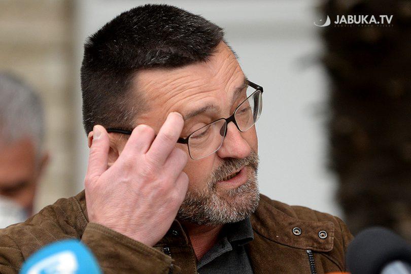 Ante Kvesić na press konferenciji u Širokom Brijegu ispred zgrade Vlade Županije zapadnohercegovačke.