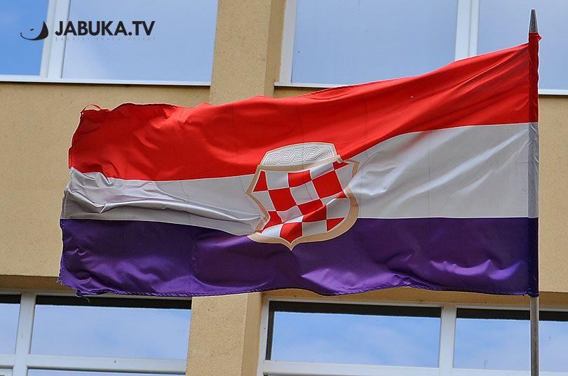 Zastava Herceg Bosne ispred županije zapadnohercegovačke