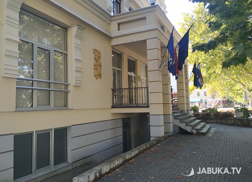 Slavni sportaš se hvali: Srušena zastava Hrvata u Varešu Hns-bih-1